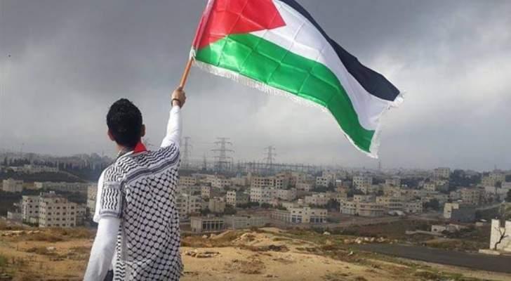 نجم عالمي يطالب بفرض عقوبات على إسرائيل ويدافع عن فلسطين