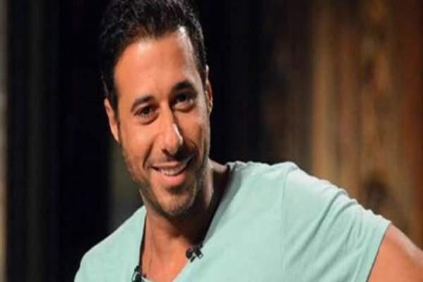 أحمد السعدني يكشف وضع والده الصحي- بالصورة