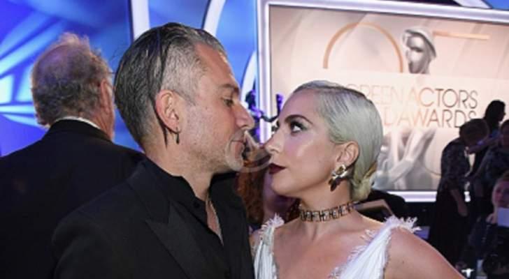 بعد الأخبار عن علاقتها بـ برادلي كوبر.. قبلة حميمة بين ليدي غاغا وحبيبها كريستيان كارينو- بالصور