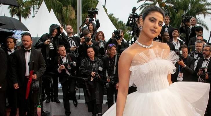 بريانكا شوبرا تضج أناقة في عرض أوسكار دي لا رينتا
