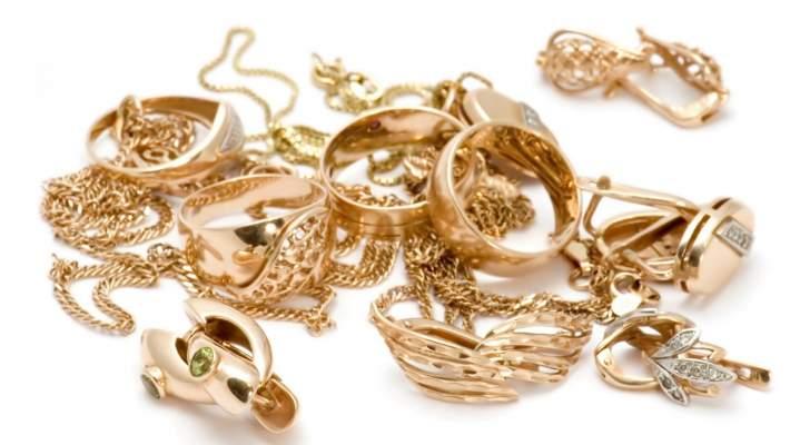 سيدة تنسى مجوهرات ممثلة عالمية في الطائرة قيمتها ملايين الدولارات