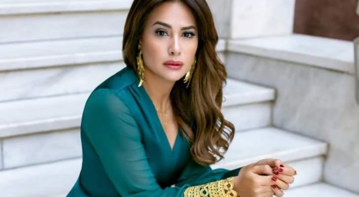 بالصورة- هند صبري تسلّم جائزة فاتن حمامة لهذه الممثلة