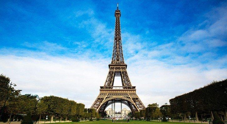 """بالصور – برج """"إيفل"""" انتقل من باريس إلى الجزائر!"""