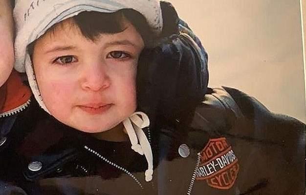 هذا الطفل إبن فنان لبناني محبوب أصبح اليوم شاباً- بالصورة