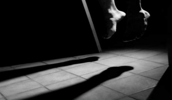إنتحار كاتبة مغربية تاركةً زوجاً وطفلتين
