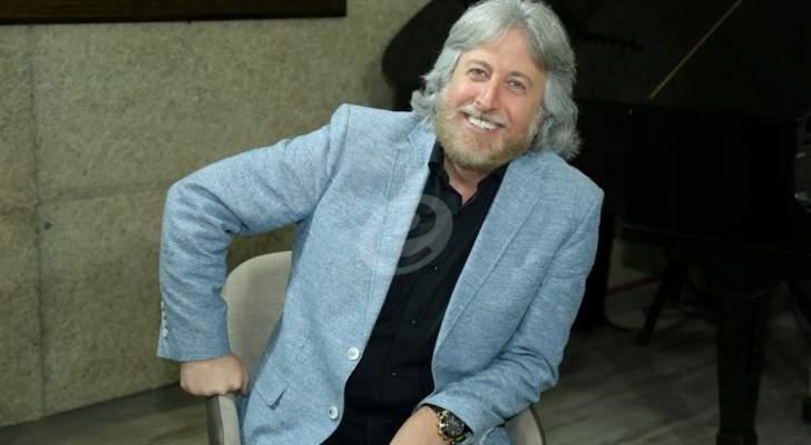 خاص وبالفيديو- جمال فياض يعلن سبب إلغاء نيكول سابا متابعته وهذا ما قام به عادل كرم