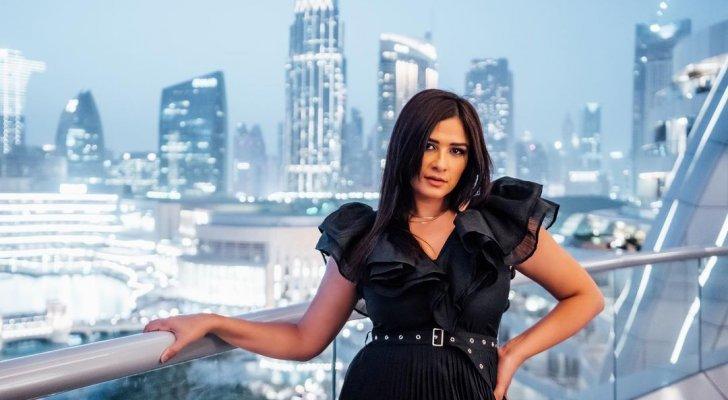 ياسمين عبد العزيز تحصل على الإقامة الذهبية في الإمارات - بالصور