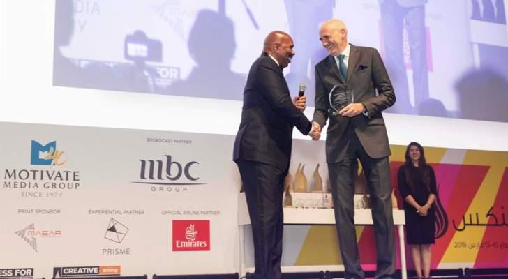 """تكريم ستيف هارفي في ختام فعاليات """"مهرجان دبي لينكس""""..بالصور"""