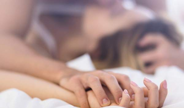 فنان شهير يعترف بإقامة علاقة جنسية غير شرعية ويرفض الإعتراف بطفليه! - بالفيديو