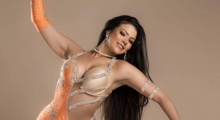 لورديانا تلفت الأنظار ببدلة رقص مثيرة – بالصورة