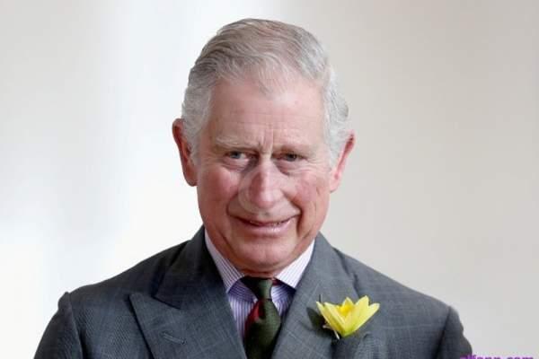 الأمير تشارلز يثير الجدل بطريقة تقبيله ملكة إسبانيا- بالصور