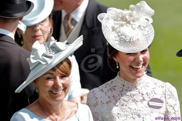بعد 13 عاماً على زواج الأمير ويليام من كيت ميدلتون..والدة الأخيرة تخرج عن صمتها