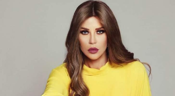 كارلا حداد تنسّق الليرة اللبنانية بفخامة.. هل تصبح موضة الصيف؟