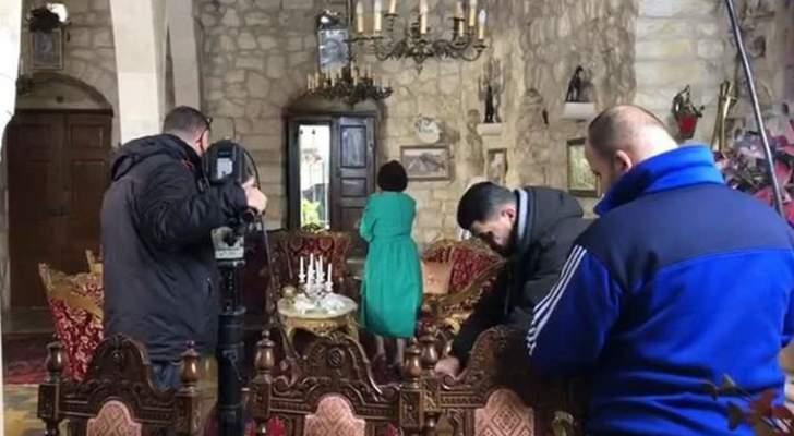 """خاص بالفيديو- مشهد حصري من كواليس """"رصيف الغربا"""" يجمع علي منيمنة وبيار شمعون"""
