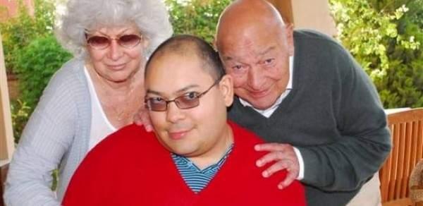 """وفاة """"نواف"""" نجل الممثل الراحل أحمد رمزي"""