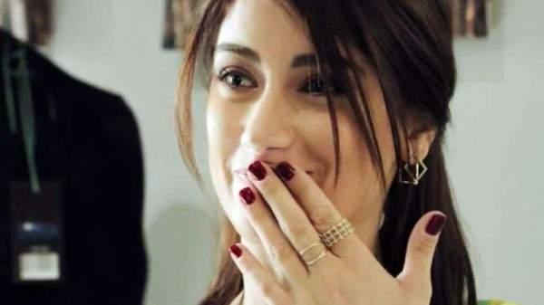 فيديو طريف لممثل يلتقط باقة ورود هازال كايا في زفافها...من هو؟