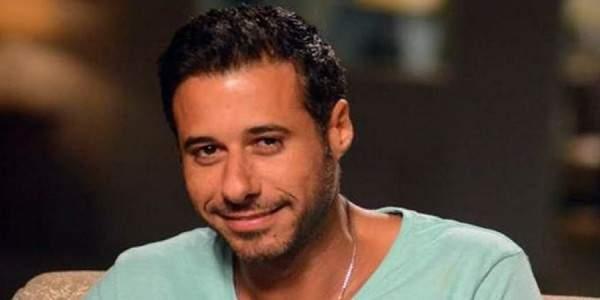 أحمد السعدني ينشر صورة له وهو يستحم