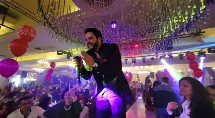 هشام الحاج يحتفل بعيد الحب مع الجمهور بأجمل الأغاني الرومانسية.. بالصور