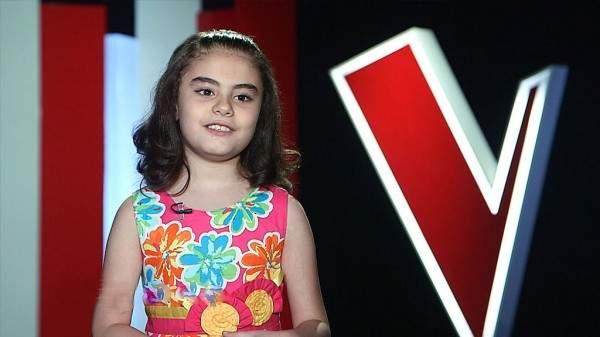 """الطفلة غنى بو حمدان تغيرت كثيراً منذ مشاركتها في """"ذا فويس كيدز"""" كيف اصبحت؟ بالفيديو"""
