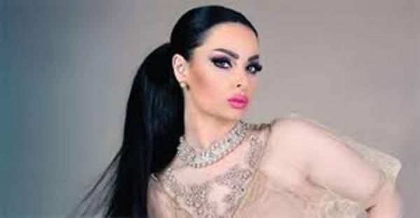مغنية عالمية ترتدي فستان ديانا كرزون في حفل الـGrammy فمن بدت أجمل؟-بالصور