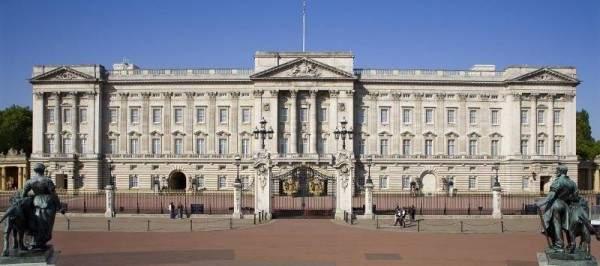 فيروس كورونا يصل إلى قصر باكينغهام ويهدد 500 شخص داخله