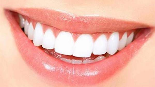 تغييرات جذرية للفنانات بعد عمليات تجميل لأسنانهن.. أسنان أنغام كانت الأسوأ- بالصور