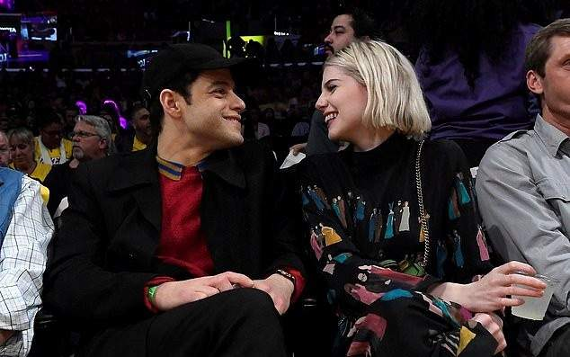 رامي مالك ولوسي بوينتن يحولان أجواء المنافسة إلى أجواء رومانسية