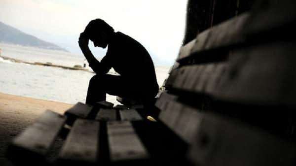 فنان مغربي شهير يكشف معاناته مع الإكتئاب.. بالفيديو