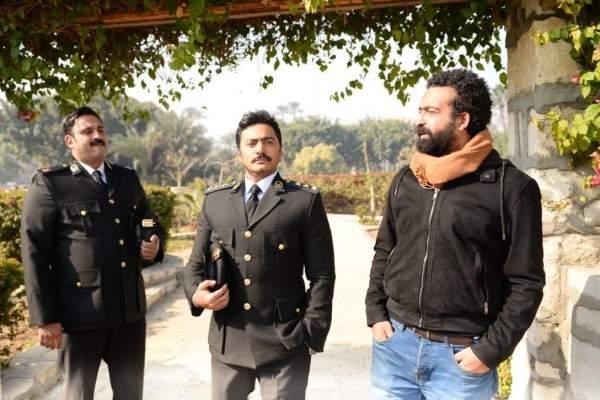 """هل إستنسخ تامر حسني فكرة فيلمه """"البدلة"""" من فيلم هندي شهير؟"""