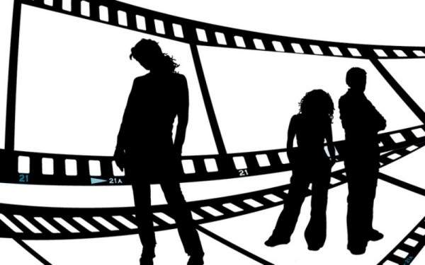 """ممثلة أردنية تثير الجدل بقولها:"""" أمي تحممني لو بده يصير عمري 60""""-بالفيديو"""