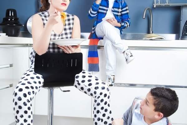 هنا شيحة تظهر للمرة الاولى مع ولديها في صور محمود عبد السلام