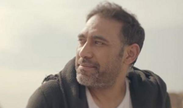 عمرو مصطفى يعتزل ويحتفل بـ 20 سنة من النجاح
