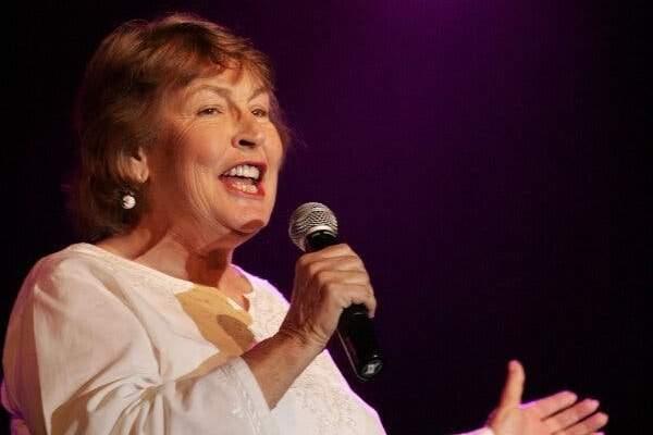 وفاة المغنية الأسترالية هيلين ريدي