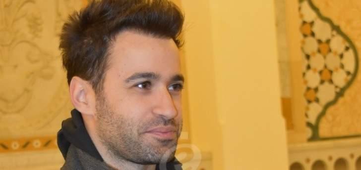 """خاص الفن- أنطوني توما: سجلت """"ديو"""" مع محمد عطية دعماً له"""