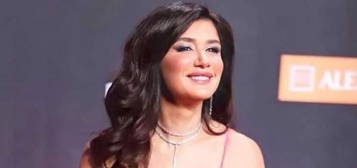 بالصور- غادة عادل تثير الجدل بملامح وجهها في مهرجان الجونة