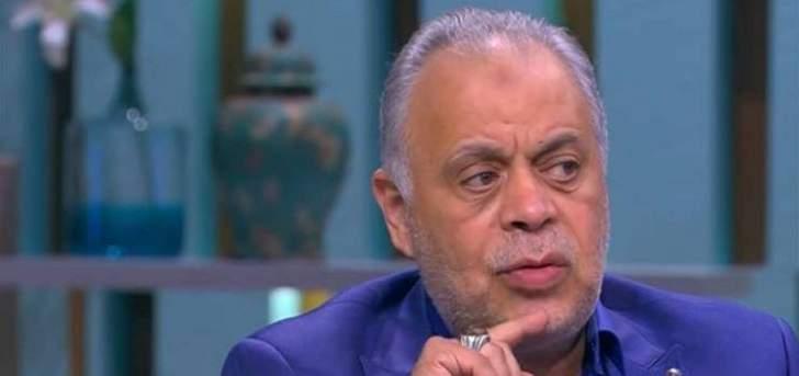 جدل كبير بسبب صورة لممثل مصري قدير في الشارع وأشرف زكي يتدخل-بالفيديو