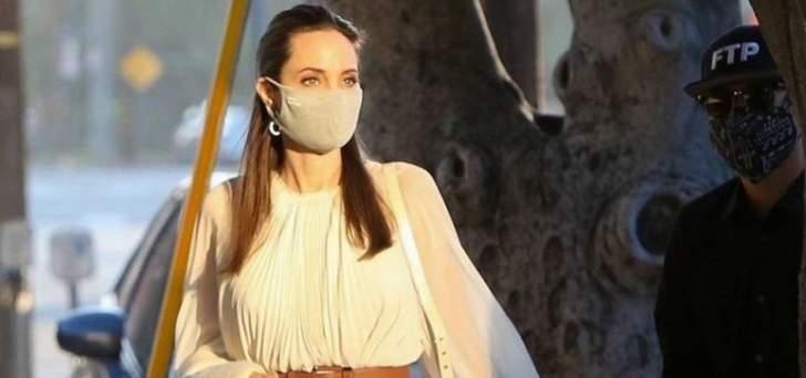 فستان أنجلينا جولي بين الحضور الكلاسيكي والأناقة الجذابة..وارتدته ثلاث مرات