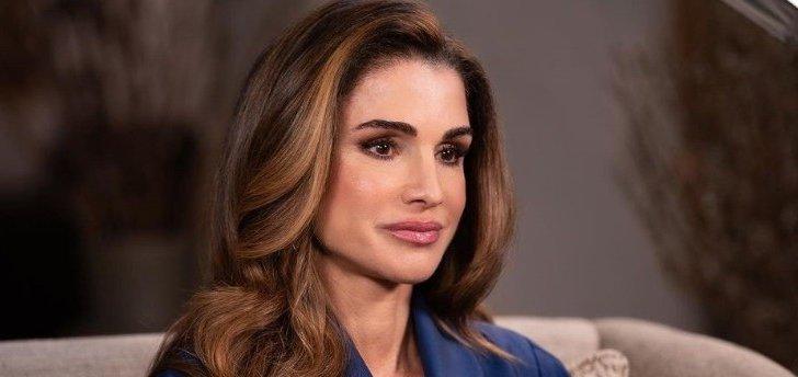 الملكة رانيا بكامل تألقها وأناقتها بذكرى إستقلال الأردن - بالصور