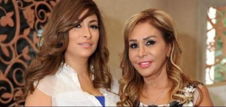 ديما بياعة ووالدتها مها المصري تقضيان الحجر المنزلي في المطبخ- بالصور