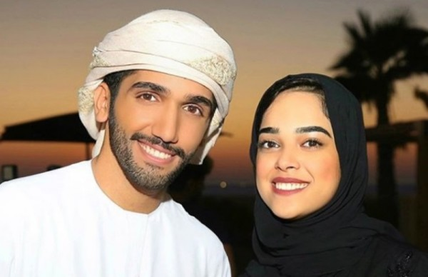 مشاعل الشحي تركل زوجها على وجهه..بالفيديو
