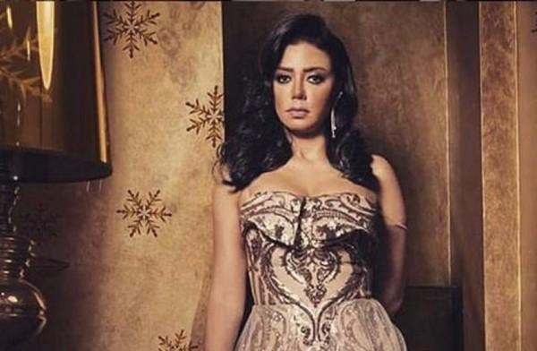 رانيا يوسف ترقص على أغنية محمد عبده وتتغزّل بهذا الشخص.. بالفيديو