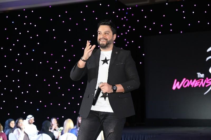 هشام الحاج يتألق في أبوظبي احتفالًا بعيد المرأة العالمي-بالصور