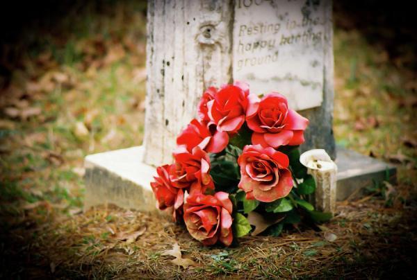 امرأة تعود للحياة بعد 9 أيام على دفنها!-بالفيديو