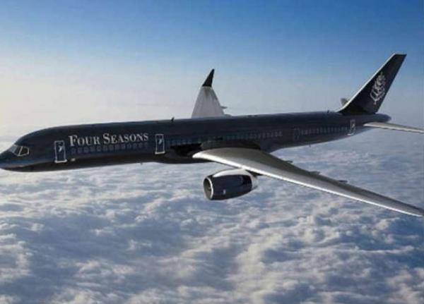 """شركة طيران تطرد شابة من الطائرة بسبب """"ملابسها الفاضحة"""""""