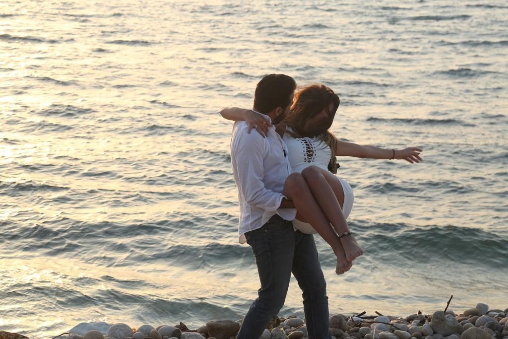 بالفيديو- علاقة حب تجمع عمر جاد وملكة جمال لبنان وتنتهي بالزواج