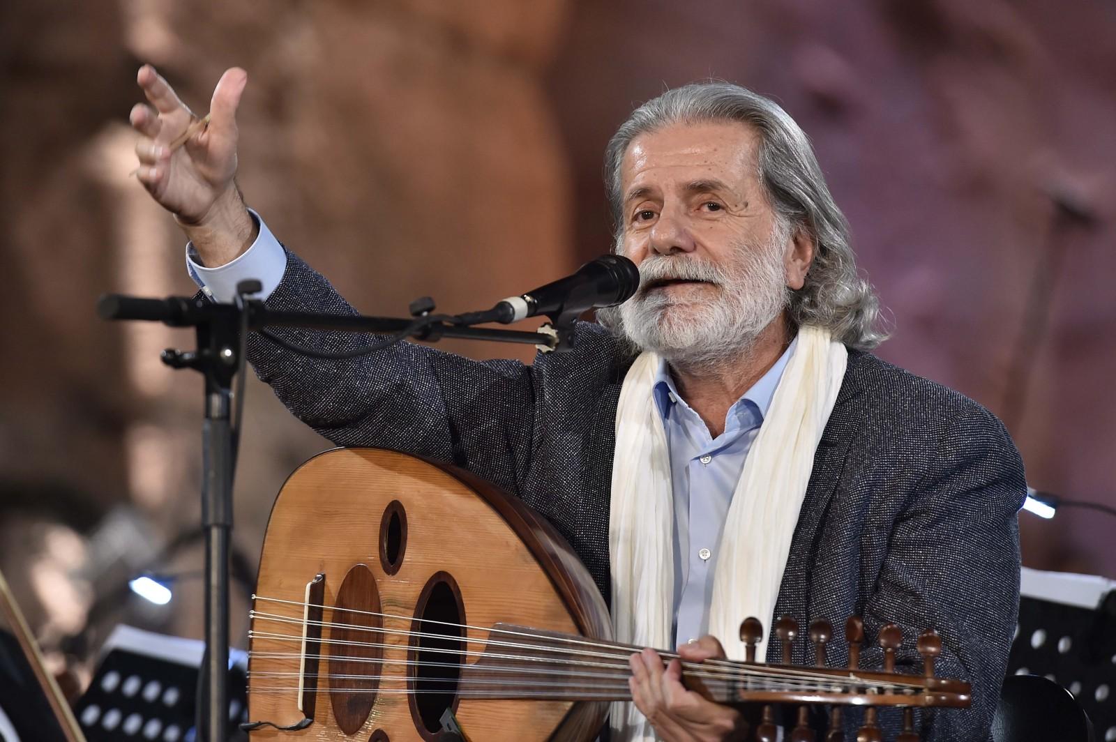 مارسيل خليفة يضيء ليل بعلبك ويغني للوطن المستحيل.. بالصور