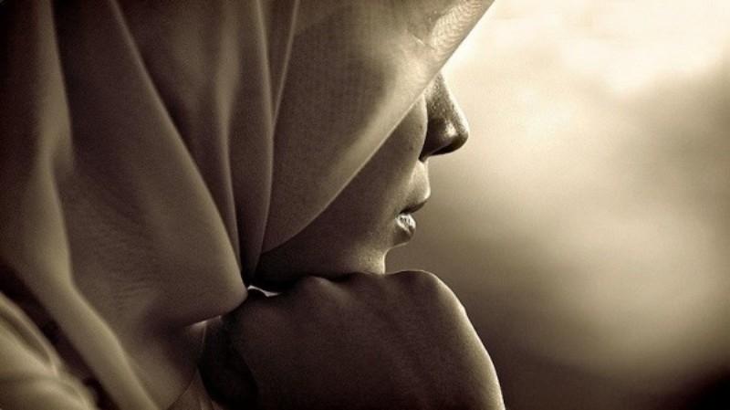 فنانة أميركية تعتنق الإسلام وترتدي الحجاب- بالصورة