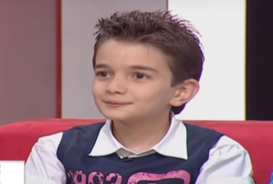 """خمنوا من هو هذا الطفل الذي أصبح ممثلا شاباً وعرفتموه في """"50 ألف"""" و""""الهيبة"""""""