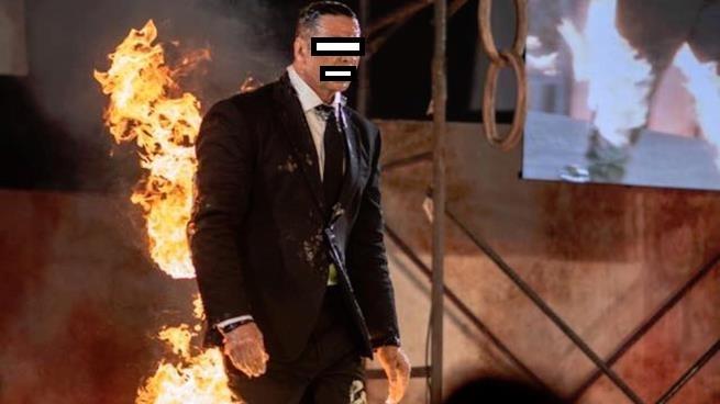 ممثل شهير يشعل النار في جسمه لهذا السبب السخيف!
