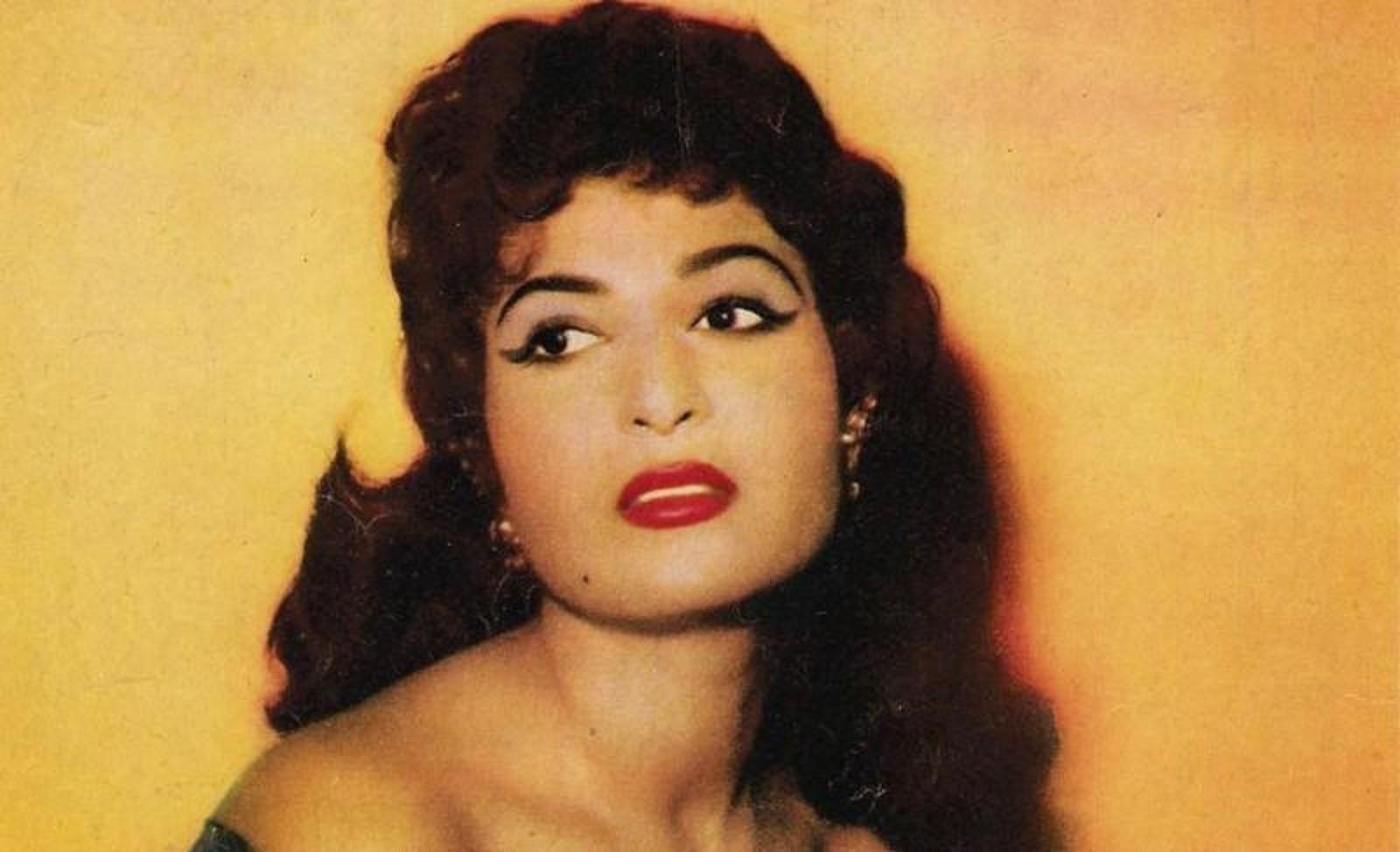 """نعيمة عاكف """"لهاليبو"""" السينما المصرية.. أحسن راقصة في العالم وزوجها الثاني منعها من بدل الرقص"""